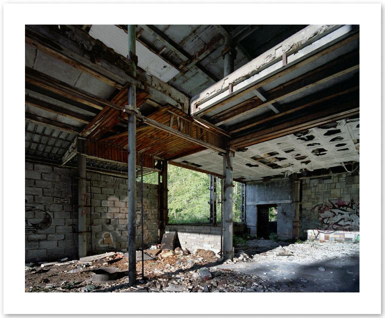 http://www.tochtermann.fr/files/gimgs/51_abandoned.jpg